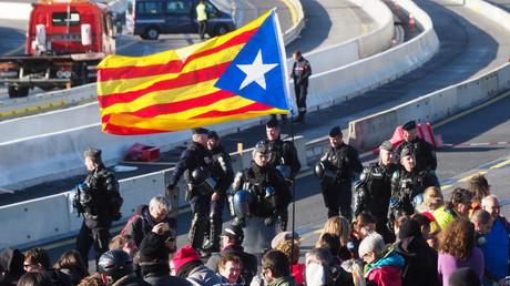 Opération franco-espagnole pour déloger des indépendantistes catalans qui bloquent l'autoroute A9