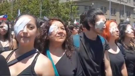 Manifestation à Santiago, au Chili, le 12 novembre 2019.