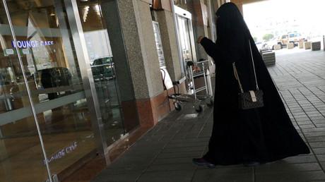 Femme saoudienne à l'entrée de la gare de Dammam (image d'illustration).