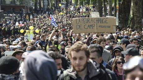 interdire tout rassemblement dans ces communes, ainsi que dans les dix autres où Emmanuel Macron doi 5dcc448987f3ec525d15f879