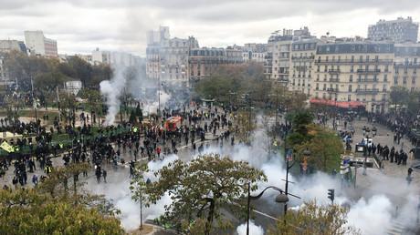 Paris : un monument dédié au maréchal Juin vandalisé pour servir de projectiles