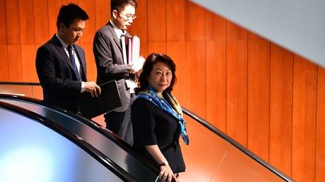 En déplacement à Londres, une ministre hongkongaise est violemment prise à partie (VIDEO)