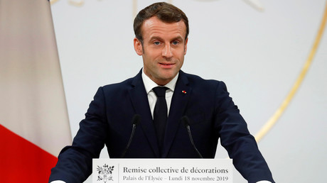 Gilets jaunes : Macron salue «la fraternité sur les ronds-points»