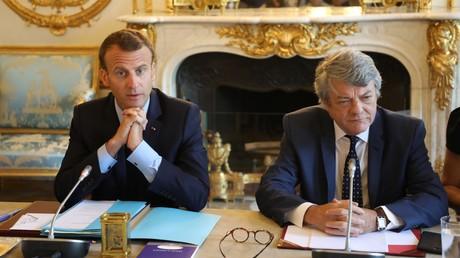 Emmanuel Macron, aux cotés de Jean-Louis Borloo, lors de la présentation du plan Banlieue, le 22 mai 2018.