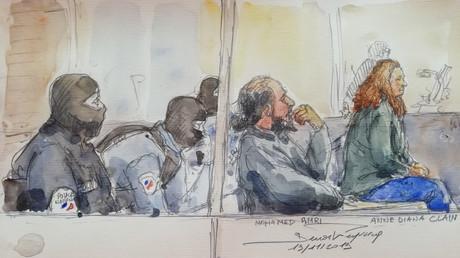 Mohamed Amri et son épouse Anne-Diana Clain, le 19 novembre 2019, lors de leur procès à Paris pour avoir tenté de rejoindre la Syrie.