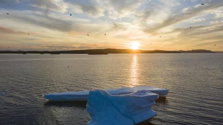 Iceberg flottant près des côtes canadiennes de Lewisporte, le 6 juillet 2019.