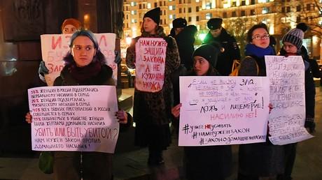 Manifestation à l'occasion de la Journée internationale pour l'élimination de la violence contre les femmes, à Moscou le 25 novembre.