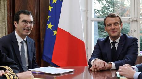 Jean-Pierre Farandou au côté d'Emmanuel Macron, qui l'a choisi pour succéder à Guillaume Pepy comme Président du Directoire de la SNCF (image d'illustration).