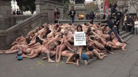 Espagne : des manifestants nus contre l'industrie de la mode