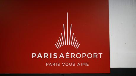 Le logo d'Aéroports de Paris dans l'aéroport Charles de Gaulle, le 11 avril 2019 (image d'illustration).