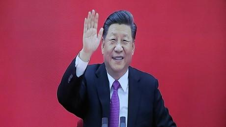Le 2 décembre 2019, le président de la République populaire de Chine, Xi Jinping, salue son homologue russe Vladimir Poutine, lors de l'inauguration par visio-conférence en duplex du gazoduc Force de Sibérie.