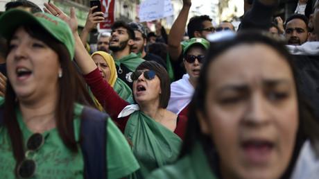 Des manifestants protestent à Alger contre la tenue de la présidentielle fixée le 12 décembre 2019 (image d'illustration).