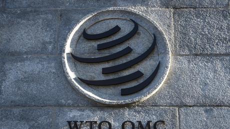 Photographie du logo de l'Organisation mondiale du commerce à Genève où est situé son siège, le 10 décembre 2019.