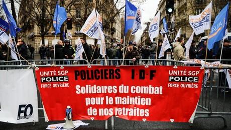 Manifestation intersyndicale policière le 11 décembre à Paris, devant le CESE à l'occasion de l'allocution d'Edouard Philippe (image d'illustration).