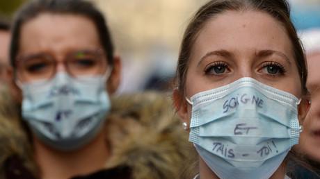 Des personnels hospitaliers en grève le 14 novembre 2019 à Paris.