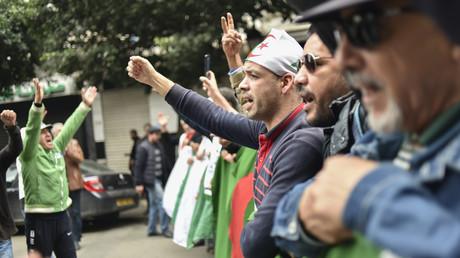 Des manifestants défilent à Alger une semaine après l'élection d'Abdelmadjid Tebboune, le 20 décembre 2019.