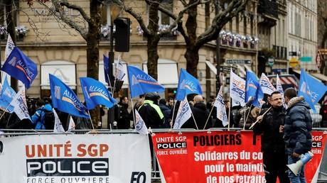 Des syndicats policiers manifestent à Paris le 11 décembre 2019 (image d'illustration).