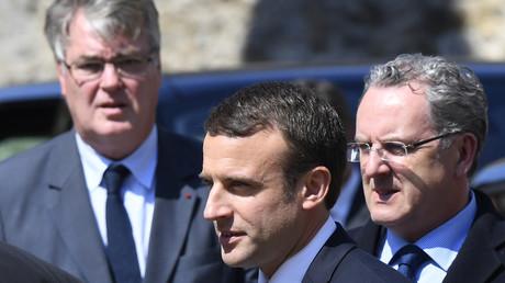 De gauche à droite : l'ancien Haut-Commissaire à la réforme des retraites Jean-Paul Delevoye, le président de la République Emmanuel Macron et le président de l'Assemblée nationale Richard Ferrand (image d'illustration).