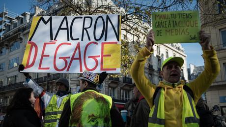 Macron 2019 : une année compliquée face à la rue et aux scandales entourant ses collaborateurs