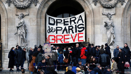 Retraites : le gouvernement fait des concessions aux danseurs de l'Opéra de Paris, certains refusent