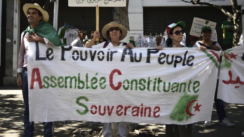 En Algérie, un collectif citoyen rédige une Constitution de transition et la rend publique
