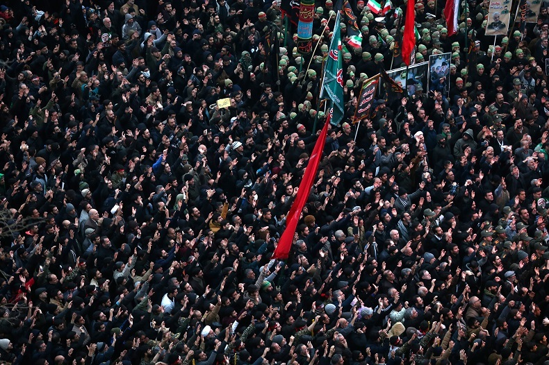 Une réponse à Pompeo ? Une marée humaine rend hommage à Soleimani, tué dans une frappe américaine