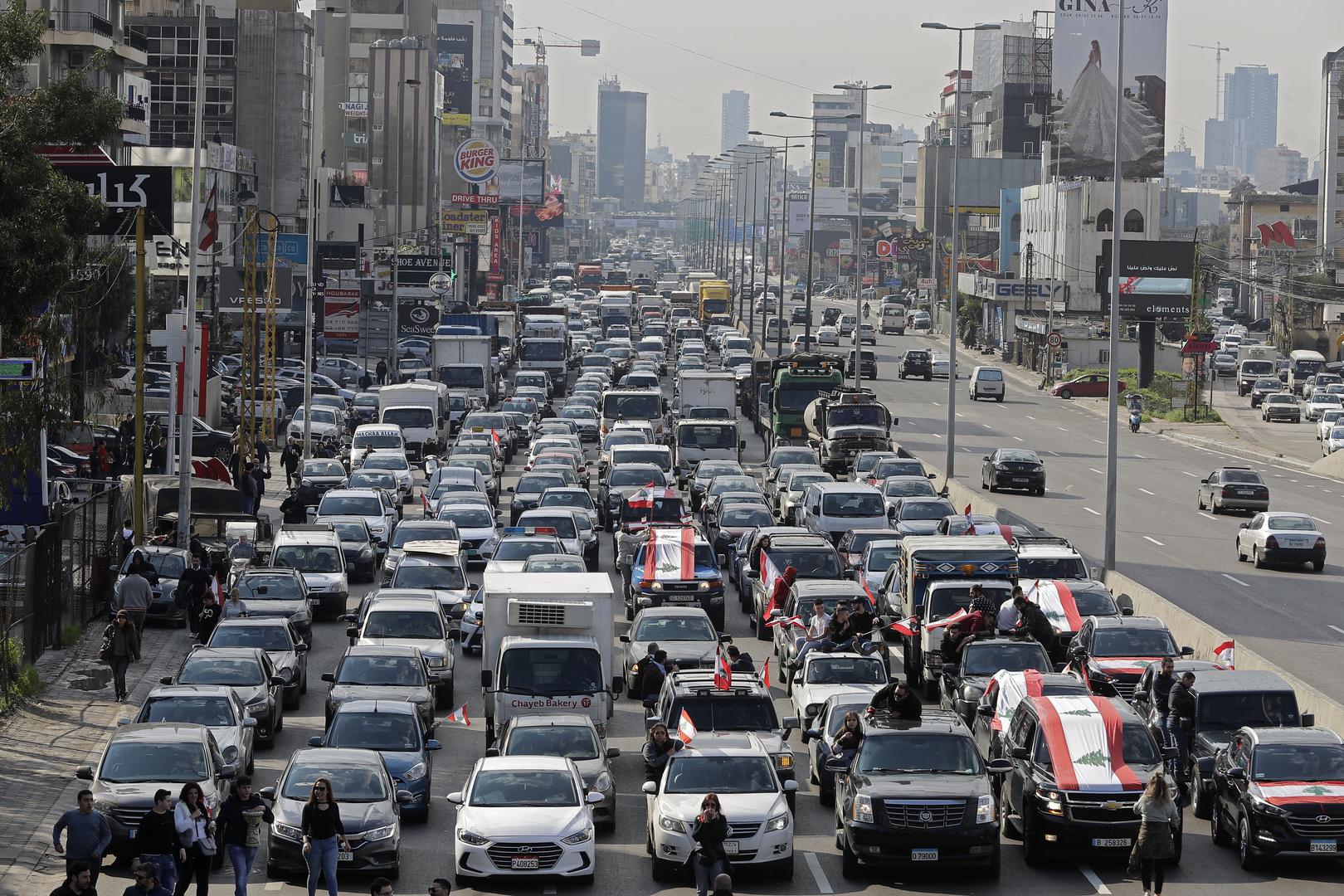 Liban : des manifestants dans les rues exigent la formation d'un gouvernement