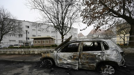 Une voiture incendiée à Strasbourg, dans la nuit du 31 décembre 2019 au 1er janvier 2020.