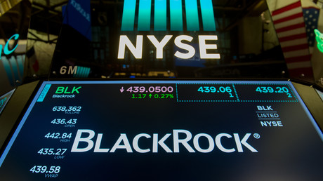Le symbole commercial de BlackRock est affiché à la cloche de clôture du Dow Industrial Average à la Bourse de New York, le 14 juillet 2017 à New York (image d'illustration).