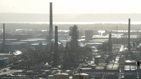 Vue générale de la raffinerie de pétrole de Total à Gonfreville-l'Orcher, près du Havre, dans le nord-ouest de la France photographiée en décembre 2019 (illustration).