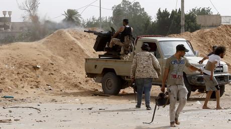 Des combattants du Gouvernement d'union nationale (GNA) affrontent les forces fidèles au maréchal Khalifa Haftar, le 25 mai 2019, au sud de Tripoli (image d'illustration).