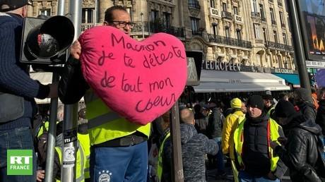 «En 2020 on garde le même mot d'ordre» : les Gilets jaunes dans la rue pour l'acte 60
