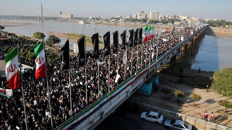 Une marée humaine a convergé vers Ahvaz, en Iran, ce 5 janvier, pour assister aux funérailles du général Soleimani, tué avec l'Irakien Abou Mehdi al-Mouhandis, par les Etats-Unis.