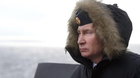 Le 9 janvier 2020. Vladimir Poutine supervise le déroulement des exercices conjoints des flottes du Nord et de la mer Noire en mer Noire depuis le croiseur Marchal Oustinov.