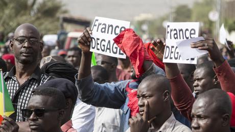 Des manifestants protestent à Bamako contre la présence française dans leur pays, le 10 janvier 2020.