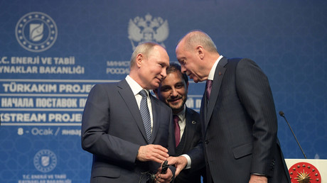 Vladimir Poutine rencontre Recep Tayyip Erdogan à Istanbul, en Turquie, le 8 janvier 2020 pour inaugurer le lancement du gazoduc TurkStream (image d'illustration).
