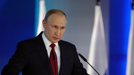 Le président russe Vladimir Poutine s'adresse à l'Assemblée fédérale dans la salle d'exposition Manezh au centre-ville de Moscou, le 15 janvier 2020.