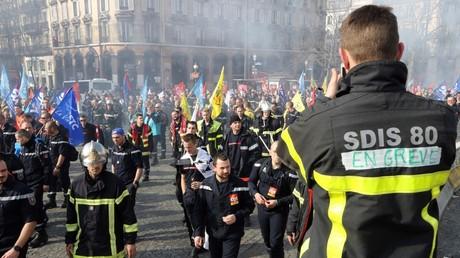 Manifestation de pompiers à Paris, le 14 mars 2017