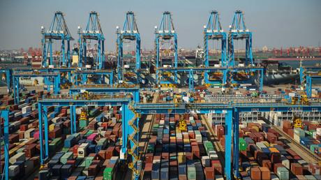 Photo aérienne prise le 28 novembre 2019 des docks du port de Qingdao, dans l'est de la province chinoise du Shandong (illustration).
