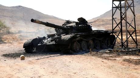 Un char détruit des forces de Khalifa Haftar, au sud de Tripoli, le 27 juin 2019 (image d'illustration).