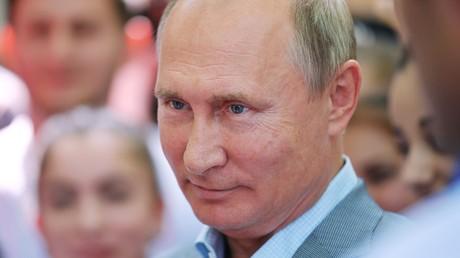 Le président russe Vladimir Poutine assiste au Forum des jeunes Mashuk du Caucase du Nord 2018 à Pyatigorsk, le 15 août 2018 (image d'archive).