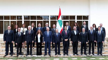 Photographie fournie par l'agence photo libanaise Dalati et Nohra montrant le gouvernement nouvellement formé à la présidentielle à Baabda, à l'est de la capitale Beyrouth, le 22 janvier 2020.