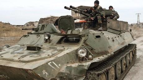 Un blindé de l'armée syrienne, le 25 novembre 2019, dans le sud de la province d'Idleb, en Syrie (image d'illustration).