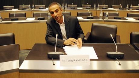 Le philosophe suisse Tariq Ramadan assiste à une audition parlementaire française à l'Assemblée nationale à Paris, le 2 décembre 2009. (image d'illustration)
