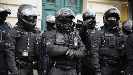 Les brigades de police du BRAV-M se tiennent prêtes en marge d'une manifestation le 29 janvier 2020 (image d'illustration).