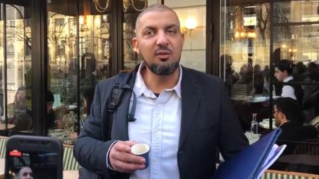 Noam Anouar avant sa convocation à un conseil de discipline, le 5 février à Paris, aux abords de la préfecture de police, RT France.