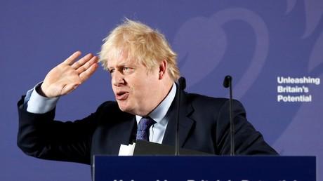 Dans un discours prononcé au Old Royal Naval College près de Londres le 3 février 2020, le Premier ministre Boris Johnson a remis en cause l'accès des flottes de pêches européennes aux eaux britanniques.