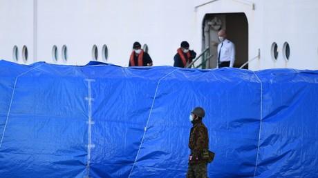 Le bateau japonais Diamond Princess et ses 3 600 passagers en quarantaine au port de Yokohama au Japon, le 10 février.