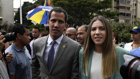 Le chef de l'opposition vénézuélienne et président par intérim autoproclamé, Juan Guaido, avec son épouse Fabiana Rosales à Caracas, le 7 août 2019 (image d'illustration).