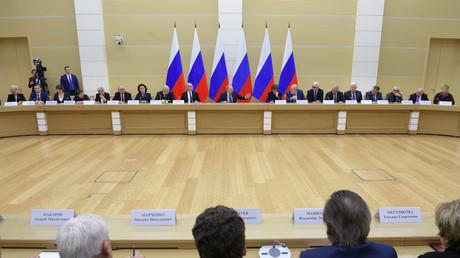 Le président russe Vladimir Poutine rencontre un groupe de travail pour préparer des propositions d'amendement de la Constitution de la Fédération de Russie, le 13 février 2020 (image d'illustration).